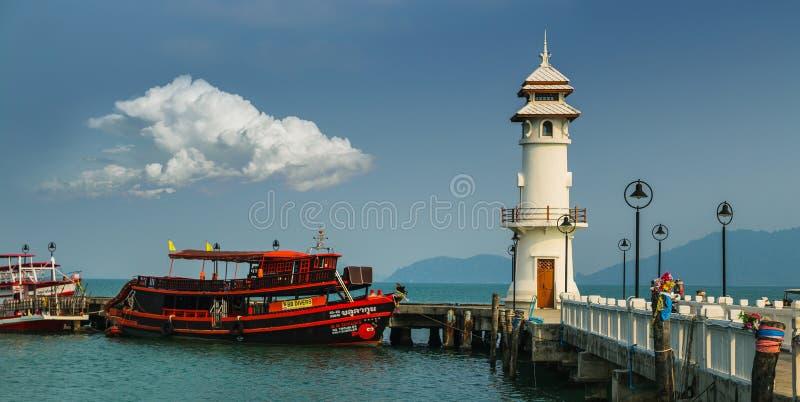 Маяк на пристани Bao челки на острове Chang Koh стоковая фотография rf