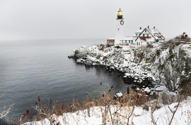 Маяк на утесах на Атлантика побережье самый старый маяк в Мейне США portland стоковое изображение rf