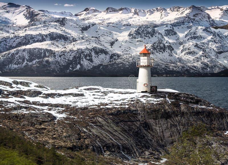 Маяк на фьорде в Норвегии стоковое фото