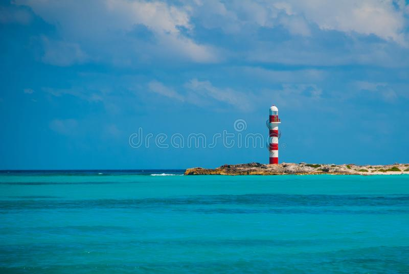 Маяк около пляжа Красивейшее море Мексика, Cancun стоковое изображение rf