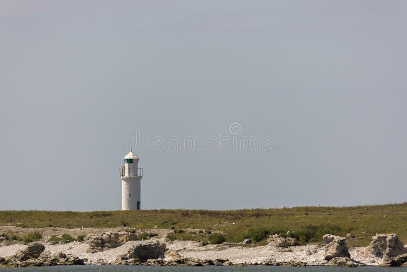 маяк острова утесистый стоковое изображение rf
