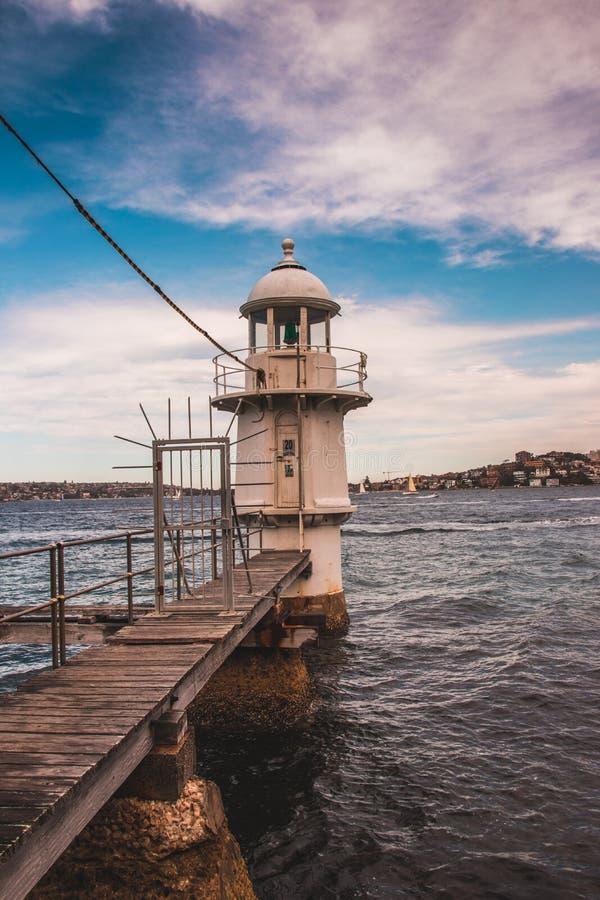 Маяк против зимнего моря стоковое фото rf
