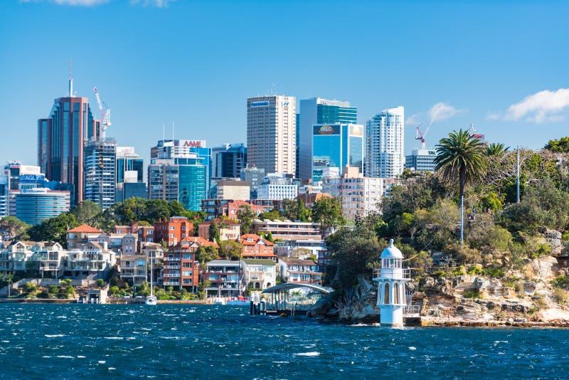 Маяк пункта Robertsons и северный городской пейзаж Сиднея на солнечном стоковое изображение rf