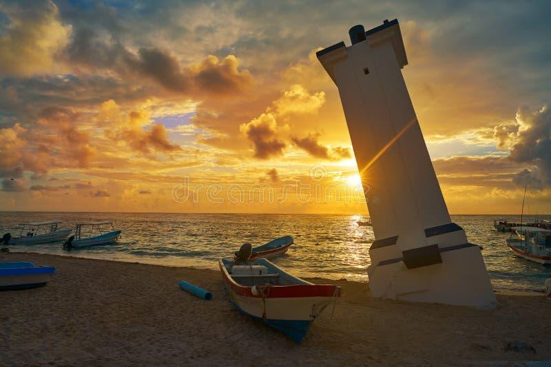 Маяк согнутый заходом солнца Мексика Puerto Morelos стоковые фото