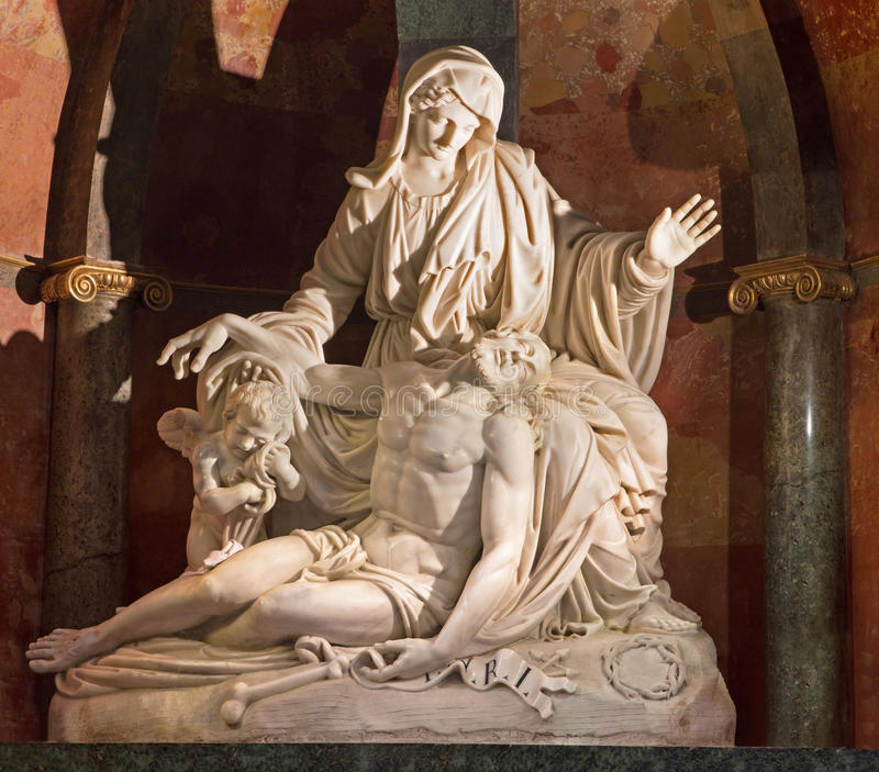 Малага - белый мраморный Pieta братьями Pisani (1802) в соборе стоковое фото rf