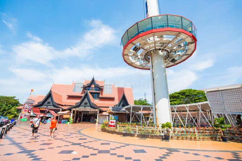 Малайзия - 11-ое февраля 2017:: Кудель сари Melaka Menara укрощая высокая стоковые изображения