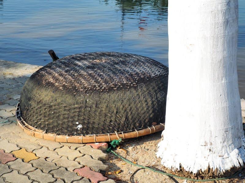 Малая рыбацкая лодка Вьетнама стоковое фото rf