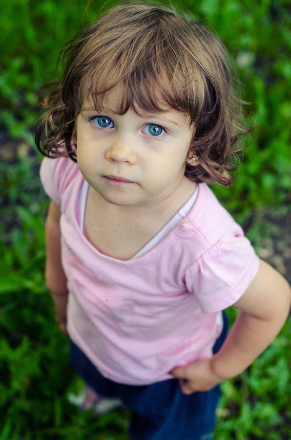 Малая унылая маленькая девочка стоковые изображения rf