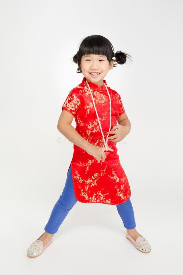 Маленькая азиатская милая девушка в костюме китайца стоковая фотография