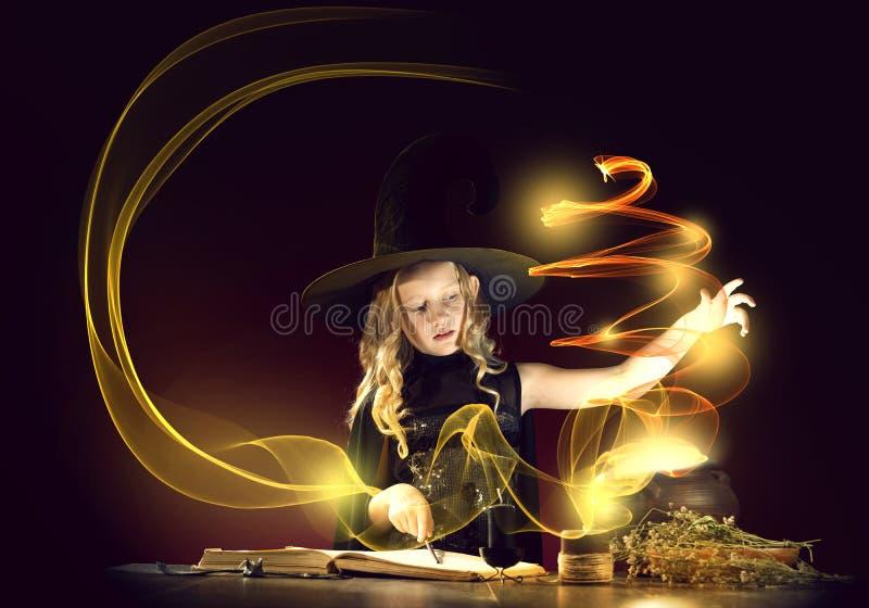 маленькая ведьма стоковое фото rf