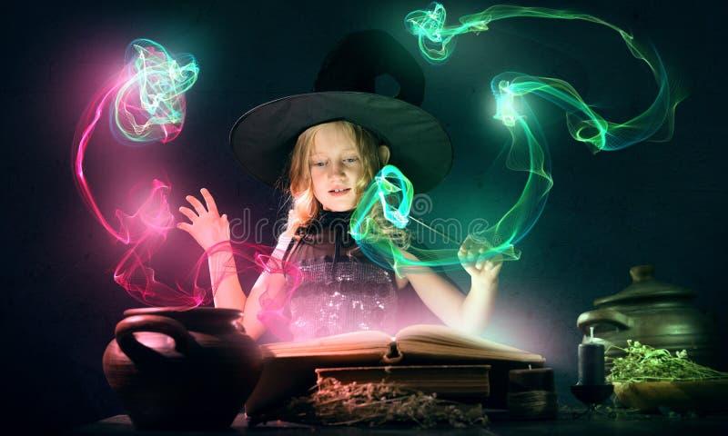 маленькая ведьма стоковое фото