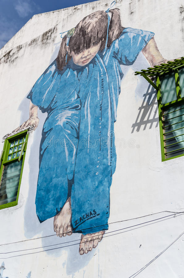 Маленькая девочка в голубом искусстве улицы в Penang, Малайзии бесплатная иллюстрация