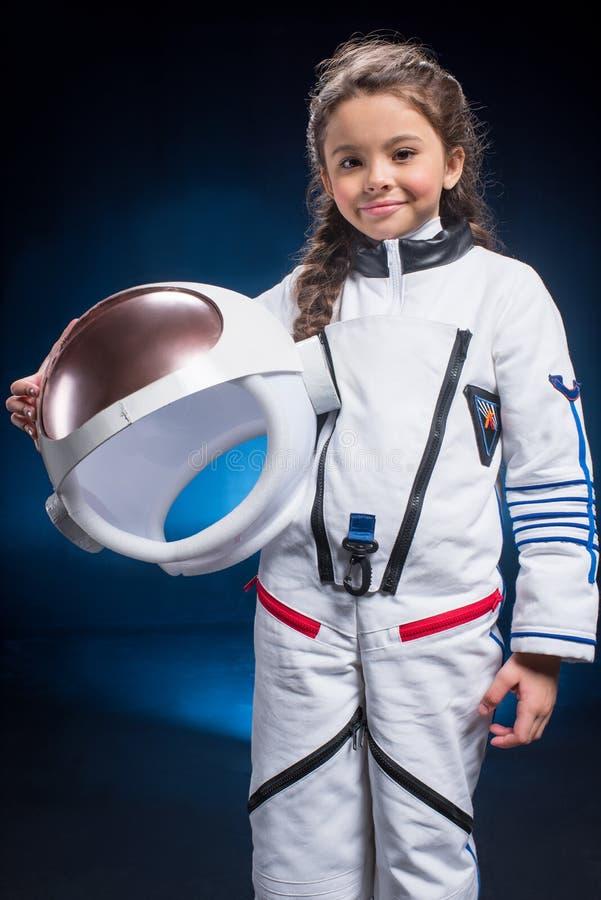 Маленькая девочка в космическом костюме стоковое изображение