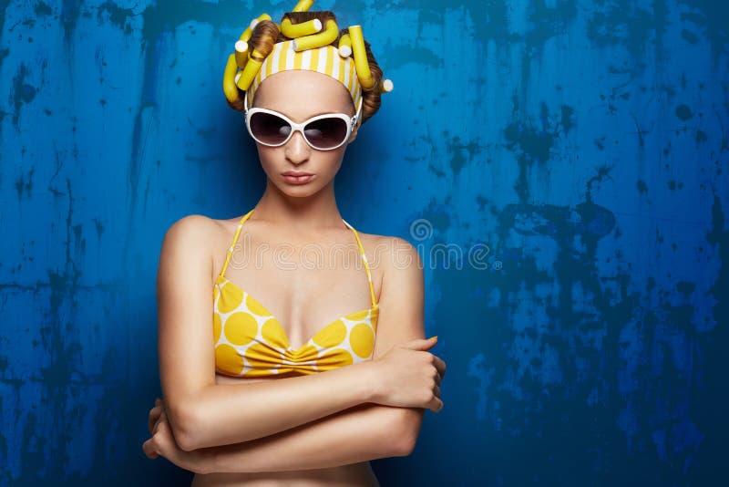 Маленькая девочка в купальнике стоковое фото rf