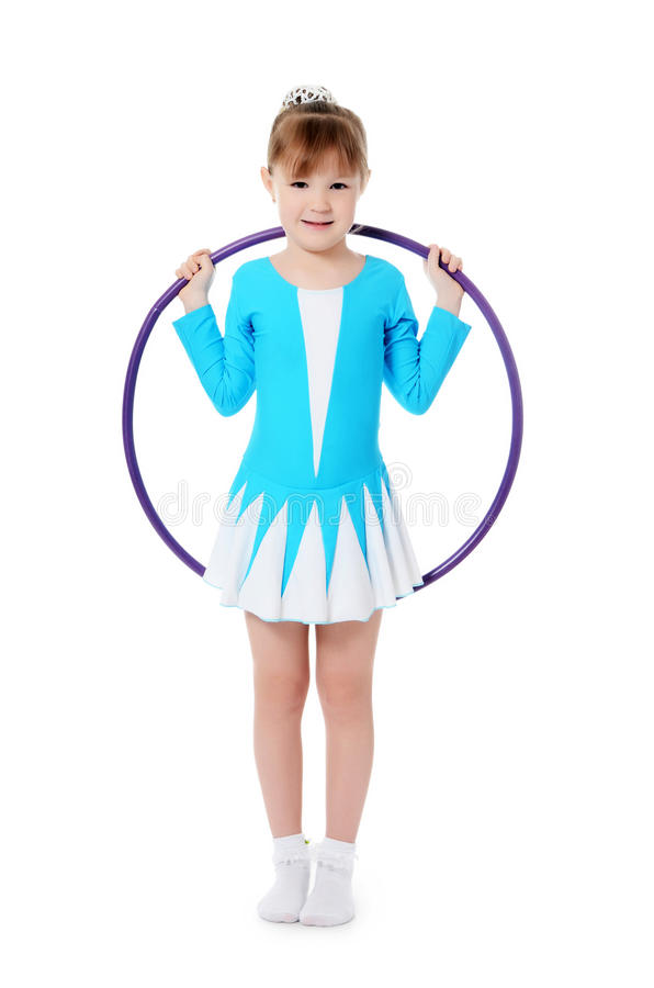 Маленькая девочка гимнаст работает стоковое изображение rf