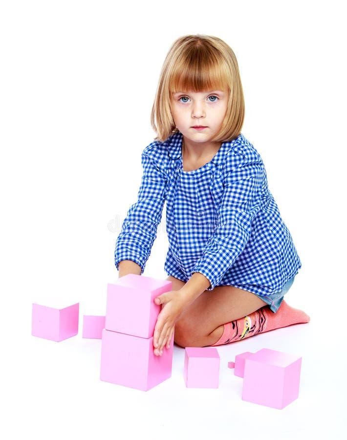 Маленькая девочка к школе стоковая фотография