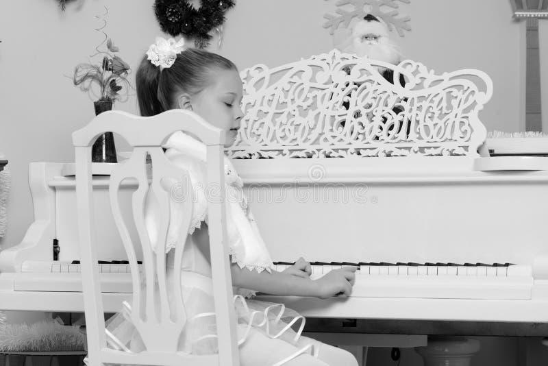 фотосессия с белым роялем в сумах будете