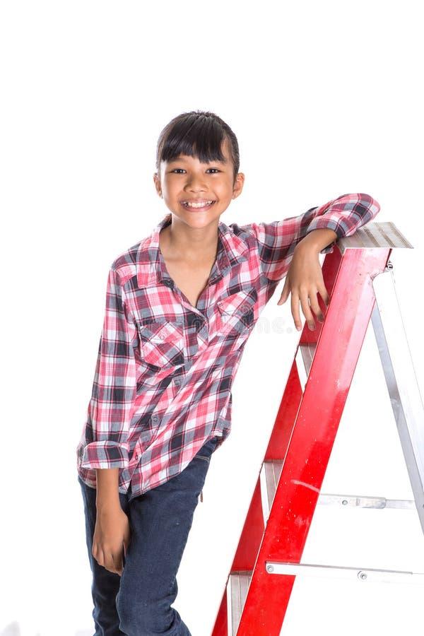 Маленькая девочка на лестнице IX стоковое фото