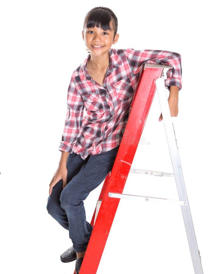 Маленькая девочка на лестнице x стоковое изображение