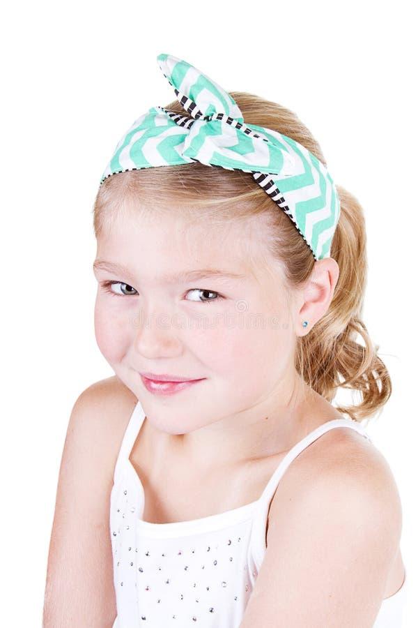 Download Маленькая девочка нося винтажный держатель Стоковое Фото - изображение насчитывающей бобра, мило: 33731572