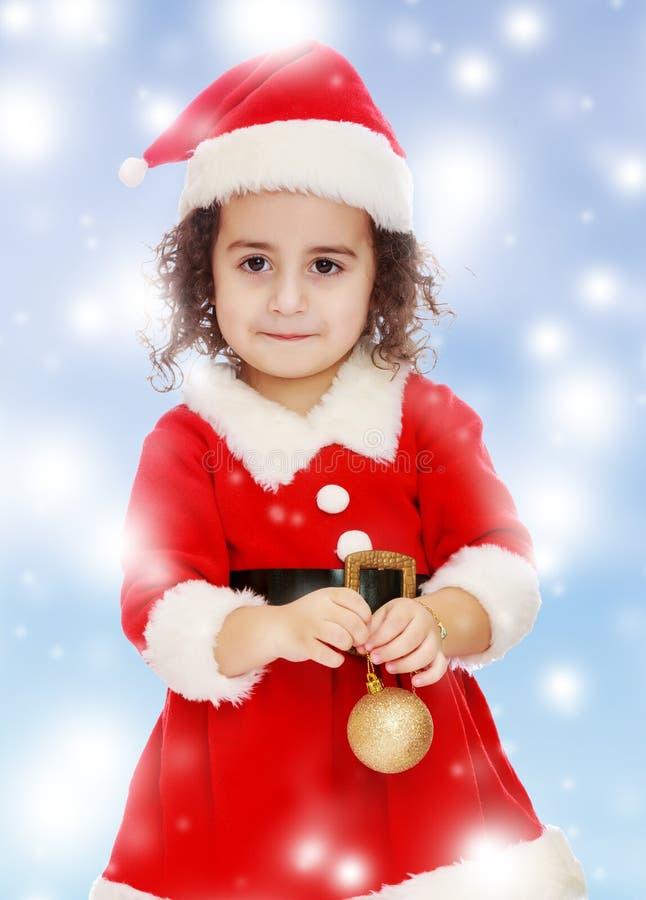 Маленькая девочка одетая как Дед Мороз стоковое изображение rf