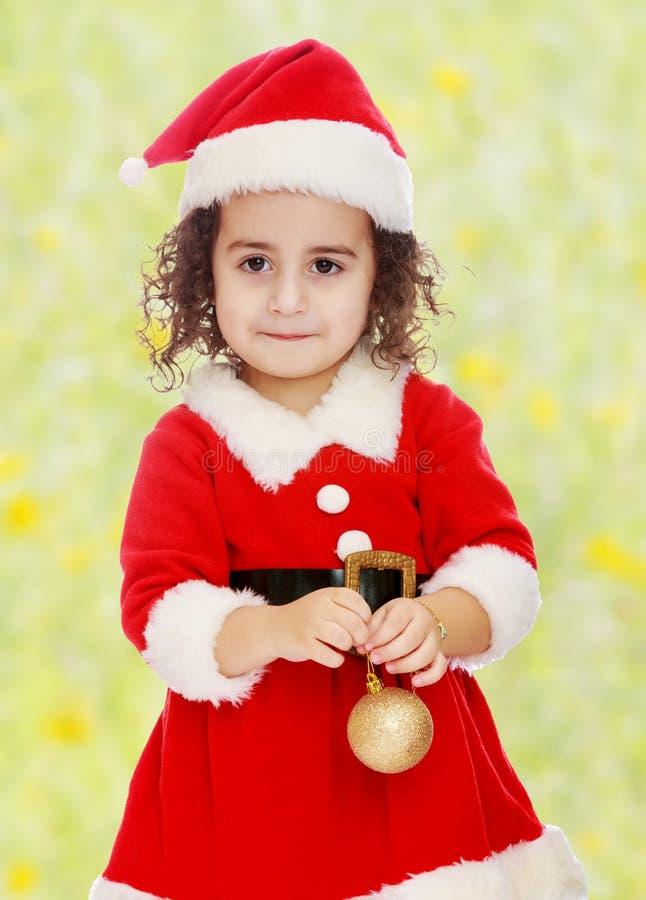 Маленькая девочка одетая как Дед Мороз стоковые фотографии rf