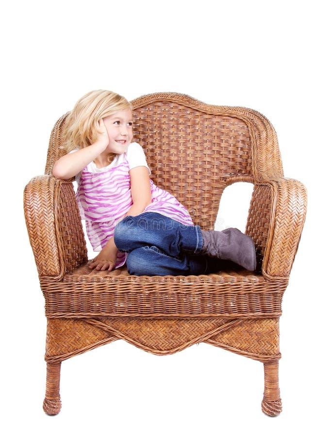 Download Маленькая девочка сидя на стуле Стоковое Фото - изображение насчитывающей люди, стул: 33731582