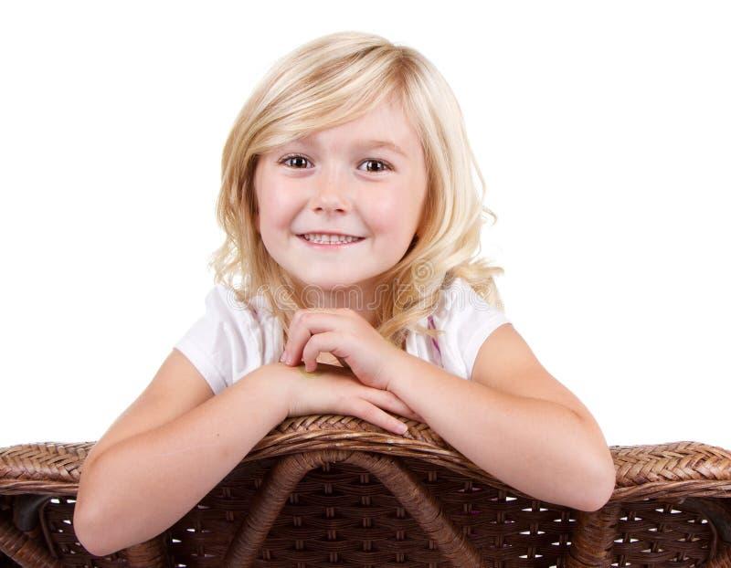 Download Маленькая девочка сидя на стуле Стоковое Изображение - изображение насчитывающей людск, малыш: 33731607