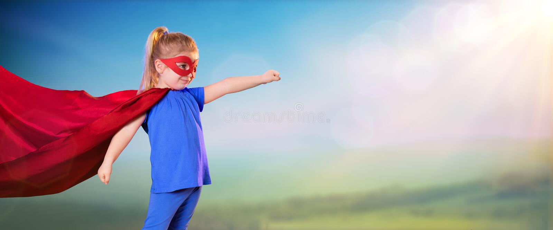 Маленькая девочка супергероя стоковая фотография