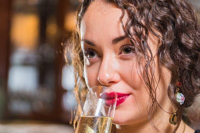 Маленькая девочка с бокалом вина в красивой установке стоковые фотографии rf