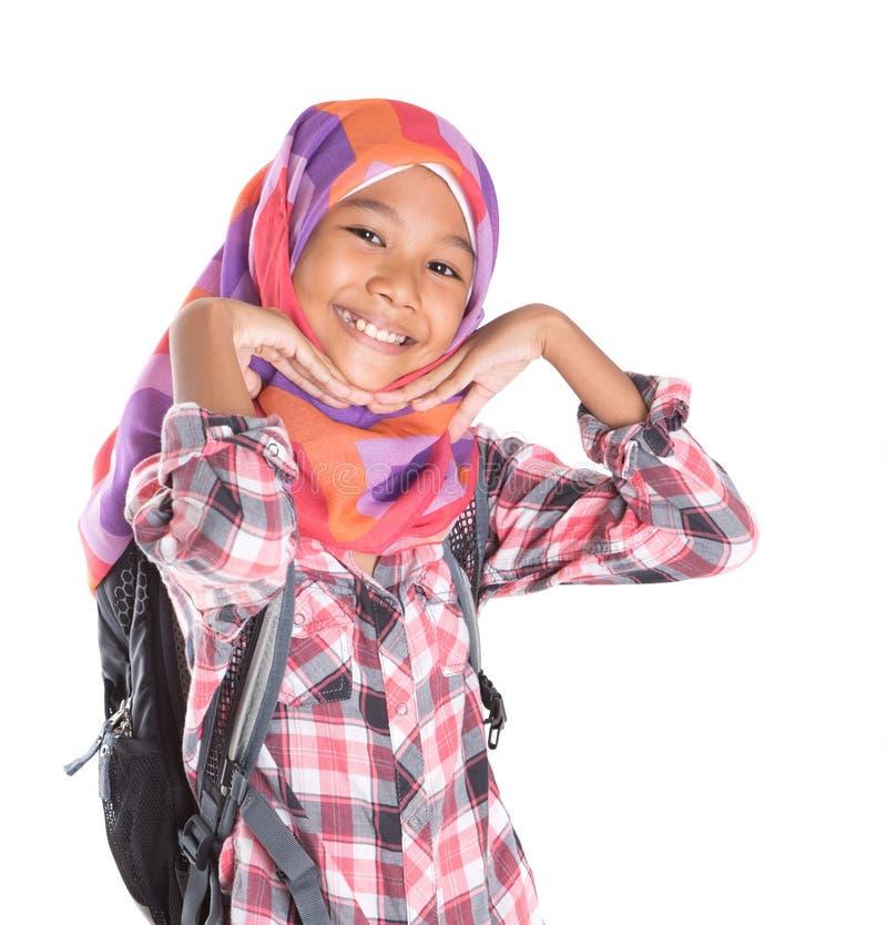 Маленькая девочка с головным платком и рюкзаком IX стоковые изображения rf