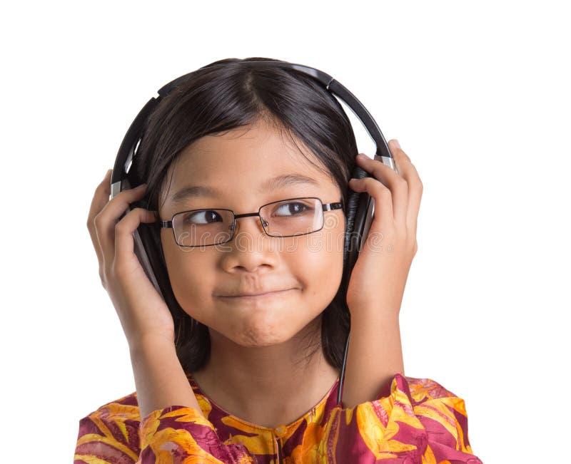 Маленькая девочка с наушниками IV стоковые фото