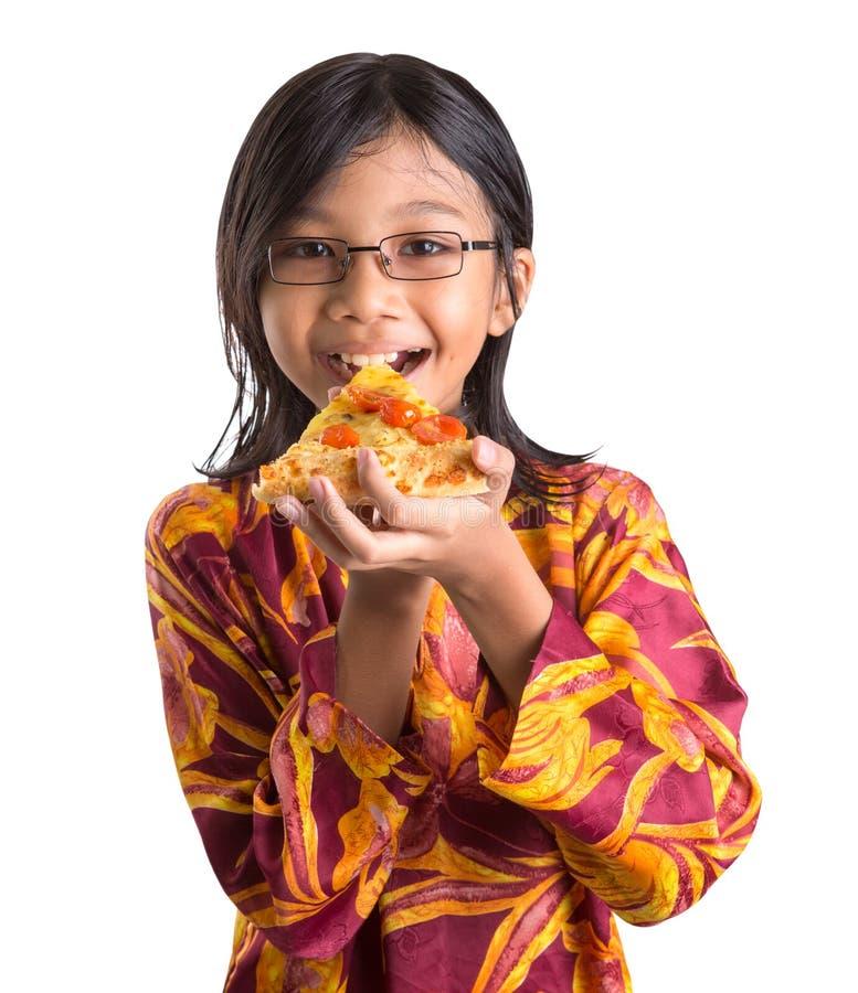 Маленькая девочка с пиццей II стоковое фото