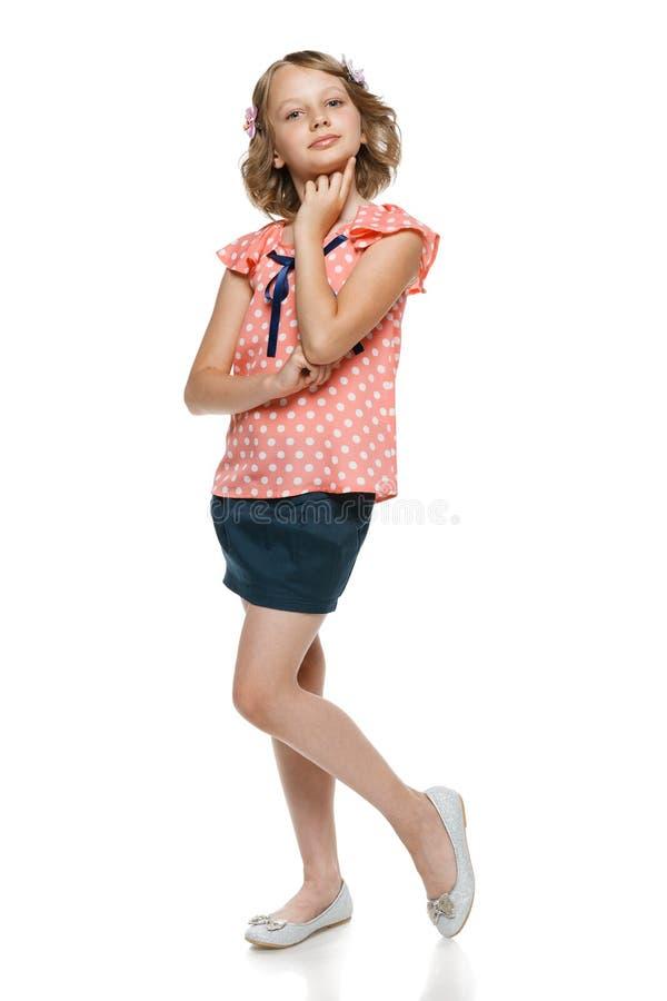 Маленькая задумчивая девушка внутри во всю длину стоковая фотография rf