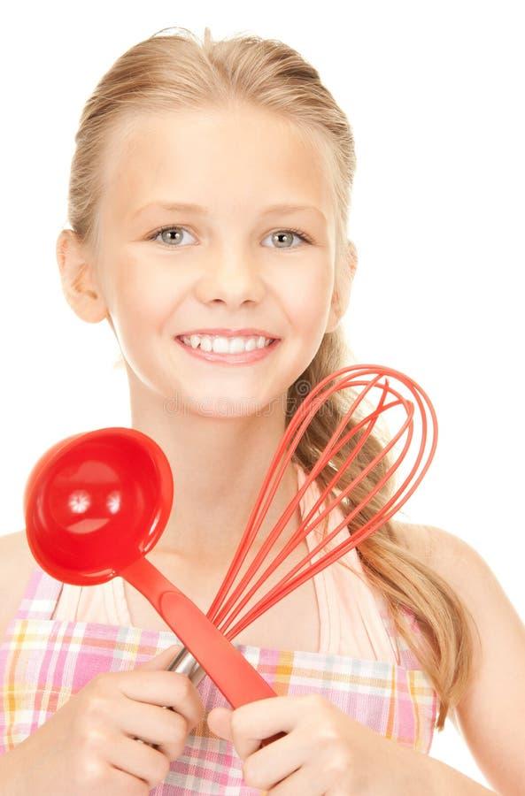 Маленькая домохозяйка с красным ковшом стоковое изображение