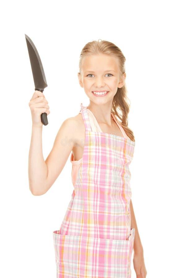 Маленькая домохозяйка с ножом стоковые изображения