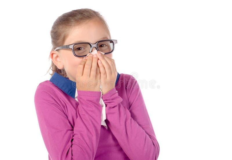 Маленькая школьница имеет холод стоковое изображение