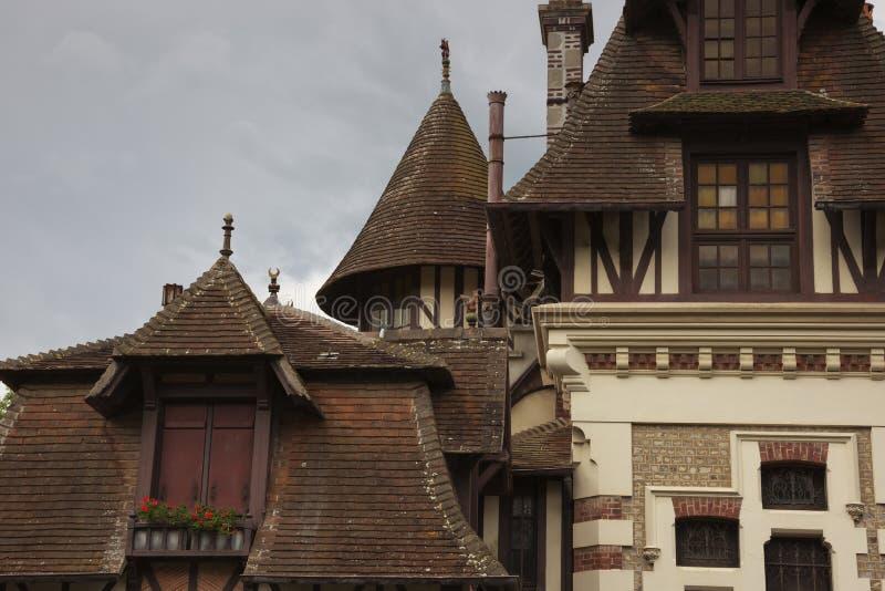 Маленькие башни на первоначально особняках стоковые изображения rf