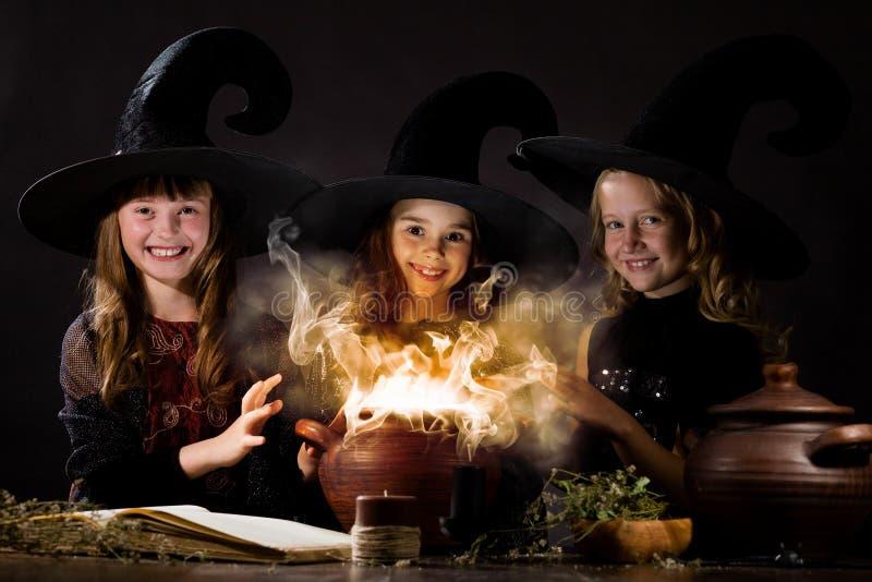 маленькие ведьмы стоковые изображения rf