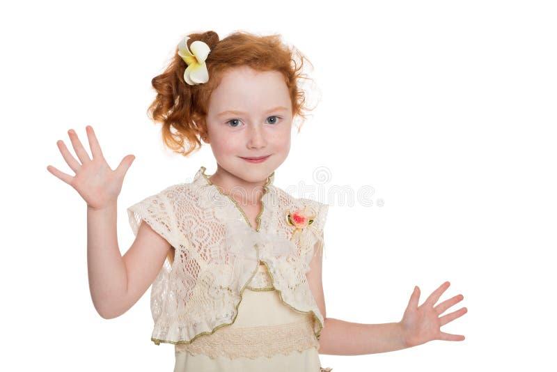Маленькие красные с волосами танцы девушки стоковые изображения