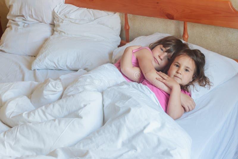 Картинки дети девочки спят с мальчиками
