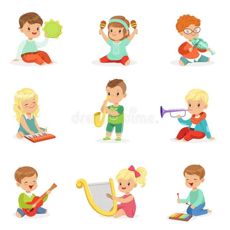 Маленькие ребеята сидя и играя музыкальный инструмент, комплект для дизайна ярлыка Иллюстрации шаржа детальные красочные иллюстрация вектора