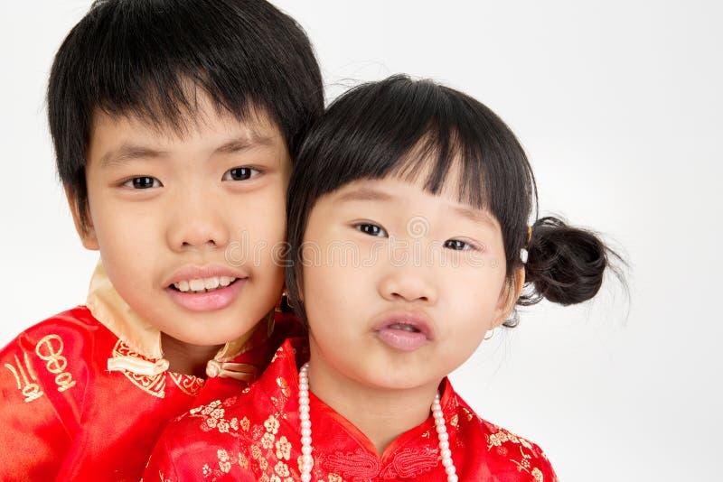 Маленький азиатский милый ребенок в костюме китайца стоковые фотографии rf