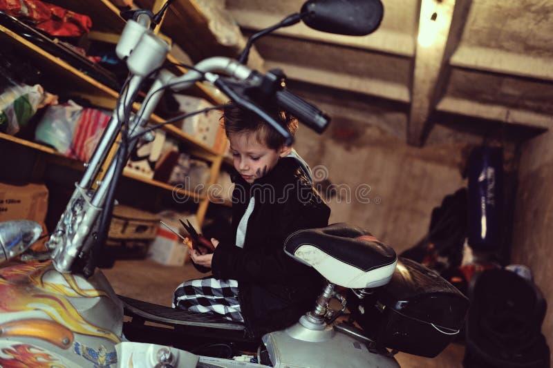 Маленький велосипедист стоковая фотография rf
