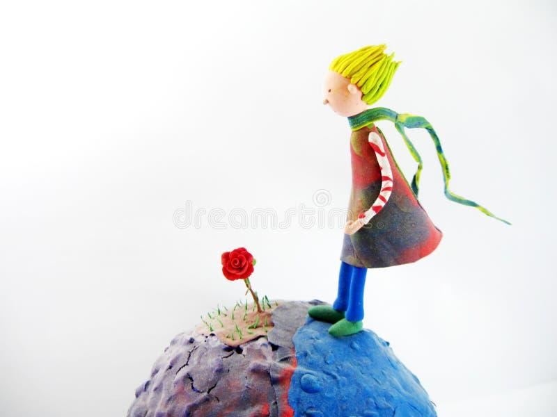 Маленький принц и его подняли бесплатная иллюстрация
