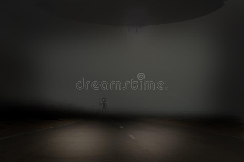 Маленький серый чужеземец на дороге бесплатная иллюстрация