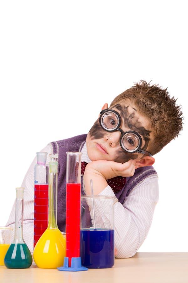 Маленький смешной химик стоковые изображения rf