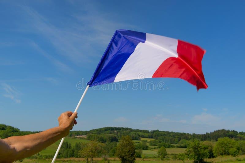 Маленький флаг француза в руке стоковое изображение rf