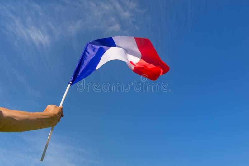 Маленький флаг француза в руке стоковая фотография