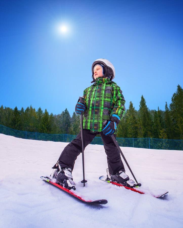 Маленький лыжник   стоковое фото